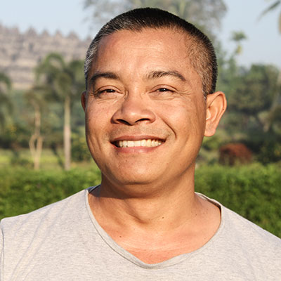 Iyan Iyaspriana is the co-founder of Oneworld Retreats and leads the signature yoga retreat Escape the World in Bali.