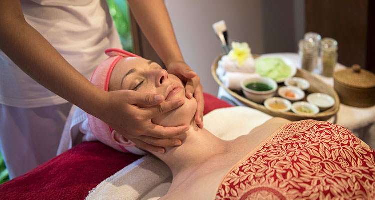 Enjoy an Ayurvedic facial at the spa of Oneworld Retreats, provider of best yoga retreats in Ubud, Bali.